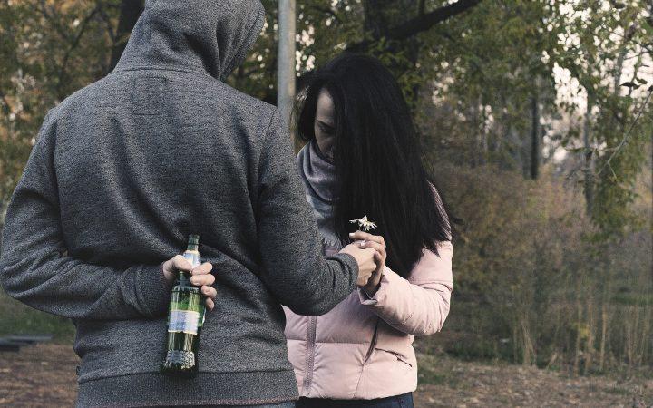 Câte neplăceri ar fi evitate dacă am depista semnalele de alarmă de la începutul unei relații de cuplu...