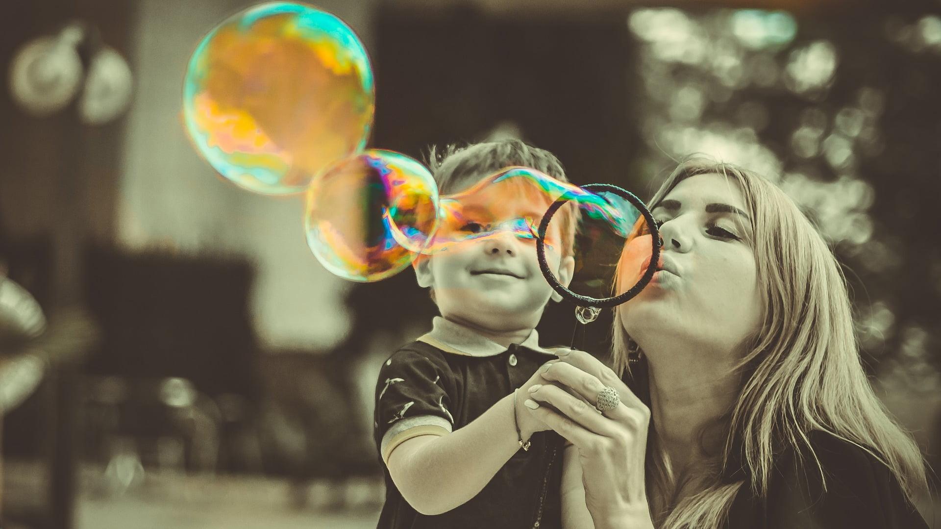 Nu e deloc ușor să crești singură un copil. Câteva sfaturi pentru mame singure ar putea să îți fie de ajutor.