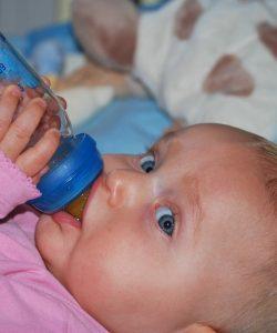 Ceaiuri anticolici pentru bebeluși