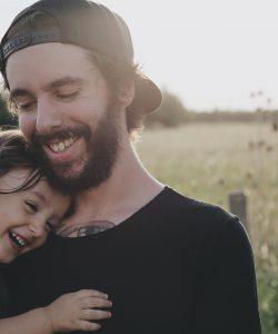 Copiii au nevoie de îmbrățișări