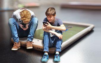 Pericolele smartphone-ului pentru copii