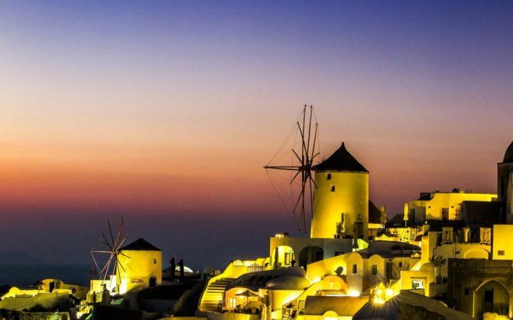 Santorini - Admira apusul din jacuzzi de pe caldera vulcanică