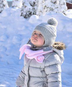 Orice părinte își dorește să aibă un copil fericit, de succes. Dar cum facem ca să creștem un copil echilibrat? Care sunt cele mai bune și de încredere sfaturi?