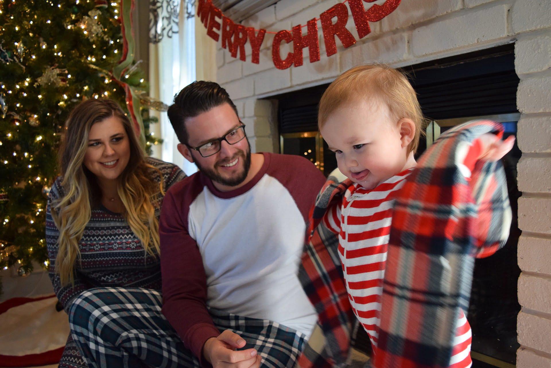 Primul Crăciun în trei este memorabil. Este acel Crăciun pe care îl petreci în familia ta, întregită acum de micuțul... spiriduș.