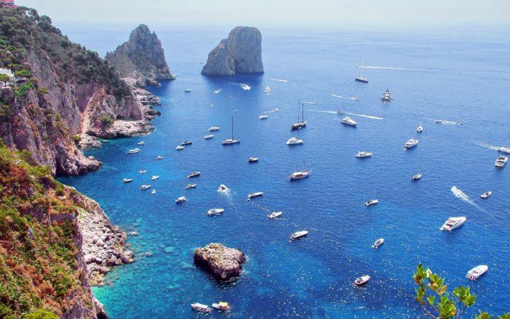 Iunie. Navighează pe ape turcoaz în Capri