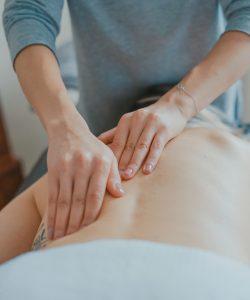 Deși, inițial, masajul pentru gravide era preferat doar ca terapie alternativă, acum el este considerat o metodă utilă de reducere a disconfortului din timpul sarcinii.
