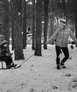 Jocuri de iarnă pentru copii. 6 propuneri de jocuri în aer liber pe timpul iernii