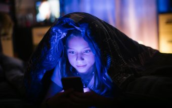 Pericolele smartphone-ului pentru copii. Până unde se poate ajunge?