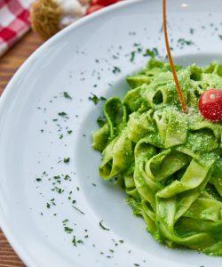 Tăiței verzi cu spanac. Recomandat vegetarienilor... și nu numai!