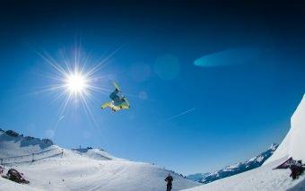 Vacanță la schi. Ianuarie pe schiuri
