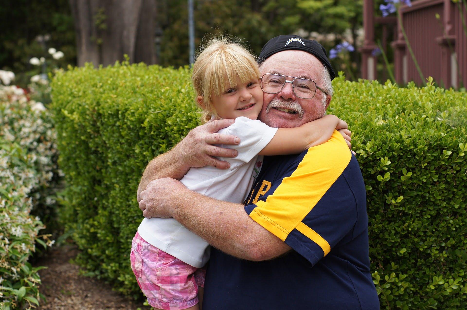Cum îi învățăm pe copii să-și prețuiască bunicii. Bunicii, educația copiilor și echilibrul necesar