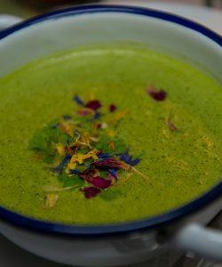 Supă de fasole boabe și aromă de spanac