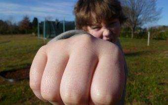 Ce se ascunde în spatele agresivității copilului? O diversitate de motive.