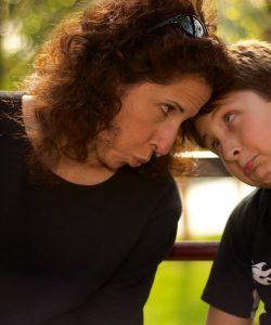Controlul emoțiilor în fața copilului este nu doar indicat ci absolut obligatoriu.