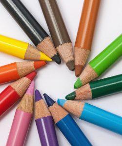 Cum înveți copilul culorile