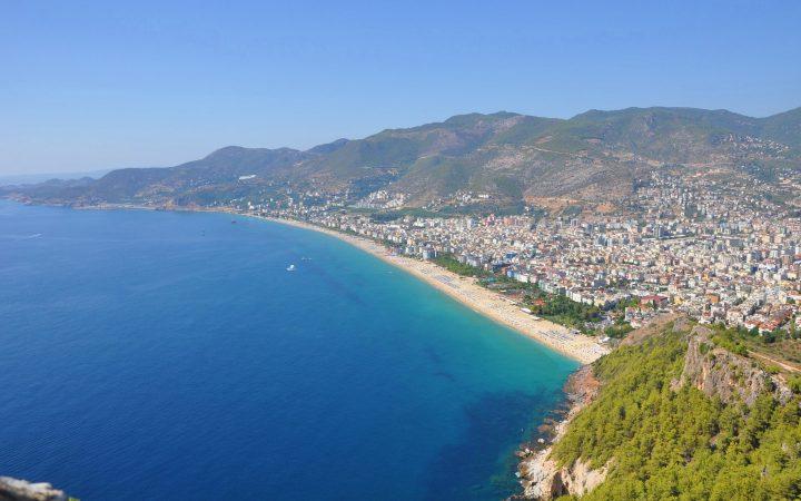 Plaja Cleopatrei, un magnet pentru turiști