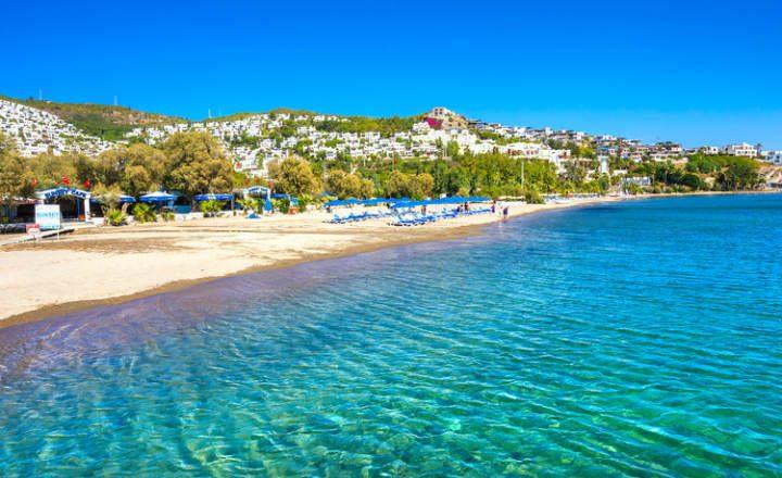 Plaje din Turcia: Plaja Bitez, un magnet pentru surferi