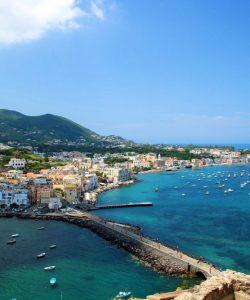 Ischia - tentația acestei veri. Ce e musai să vezi pe Insula Sănătății?