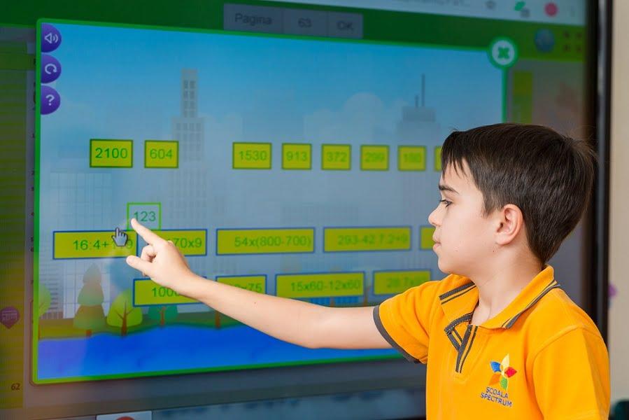 Învățarea se face cu ajutorul instrumentelor digitale pentru educație