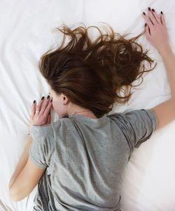Combaterea insomniei. Câteva strategii simple de combatere a acesteia