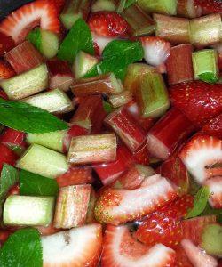 Gem de rubarbă și căpșuni. Răsfăț de mai... vreau!