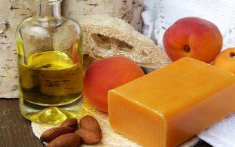 Beneficiile uleiului din sâmburi de caise pentru o piele catifelată și protejată