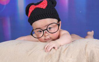În numai câteva luni, vederea la bebeluși trece de la încețoșat la clar și luminos.