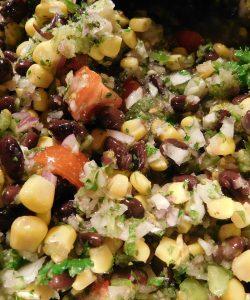 Salate de vară. Hrană ușoară pentru o zi de vară caniculară