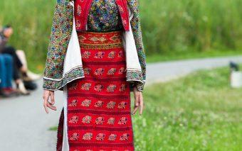 Ambasada României în Republica Turcia sărbătorește ia românească printr-o prezentare de modă de exce...