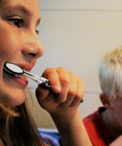 Cum îți convingi copilul să se spele pe dinți. 4 sfaturi despre cum să-l convingi