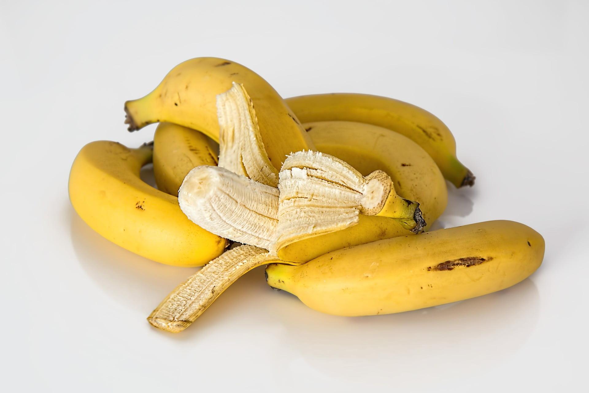 Mască din banane pentru păr uscat, tern și cu aspect electrizat