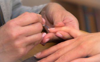Tratamente pentru îngrijirea unghiilor. Cum să-ți îngrijești corect unghiile?