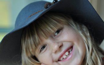 Vârsta la care se schimbă dinții de lapte. Când încep copiii să-și piardă dinții?