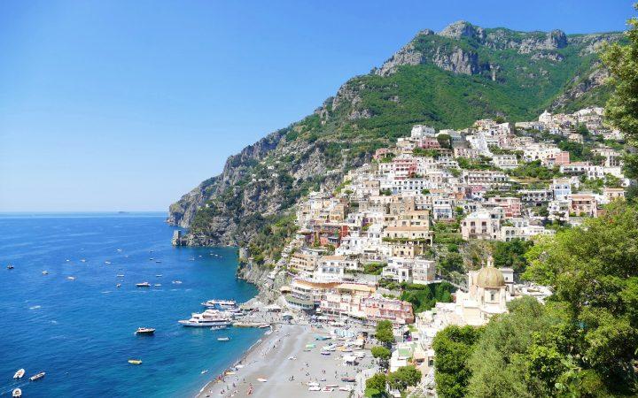 Coasta Amalfitană - grădini de lămâi și vile pastelate