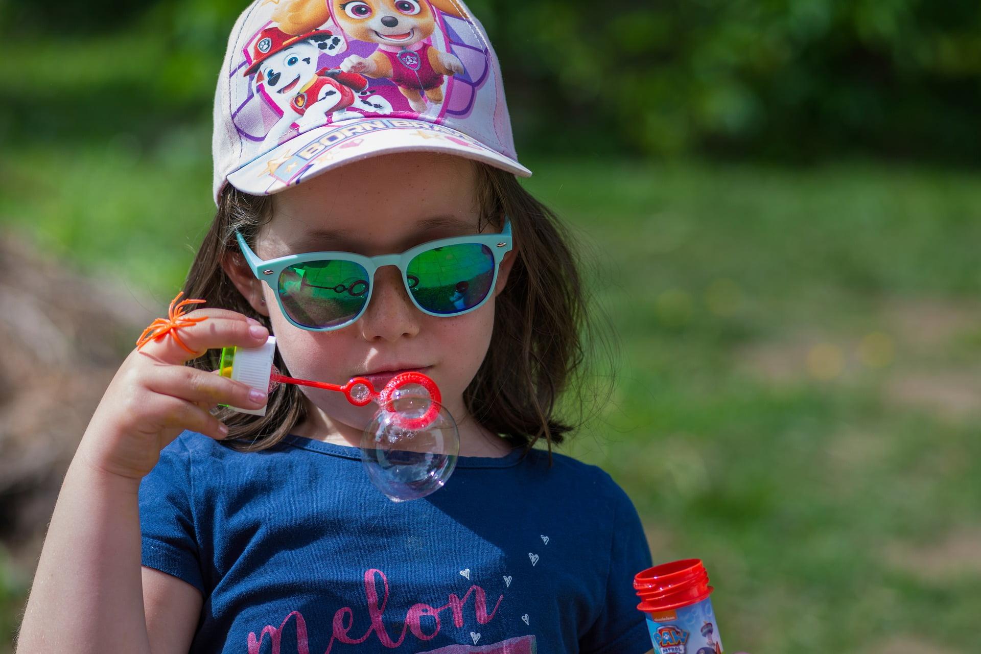 Importanța ochelarilor de soare pentru copii. 5 motive importante pentru care copiii trebuie să poarte ochelari de soare!
