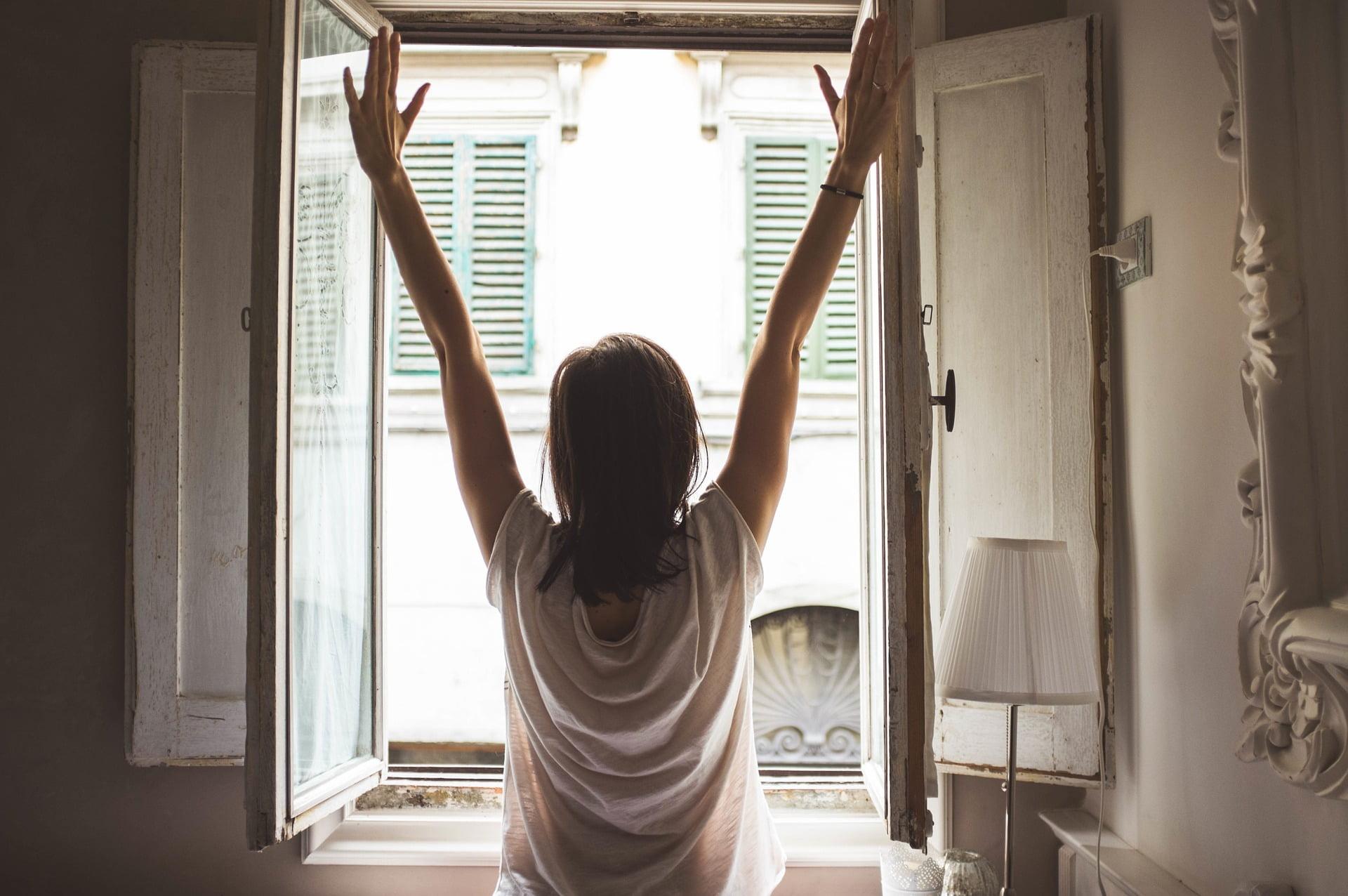 Răcoare în casă fără aer condiționat. 10 trucuri pentru a te răcori
