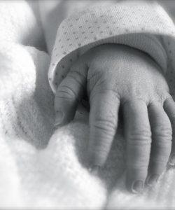 Unghiile bebelușului. 4 trucuri pentru a tăia cu succes unghiile bebelușului tău