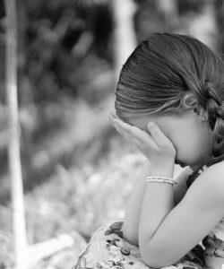 """Ce să nu-i spui copilului când plânge. 5 lucruri de spus în loc de """"Nu mai plânge"""""""