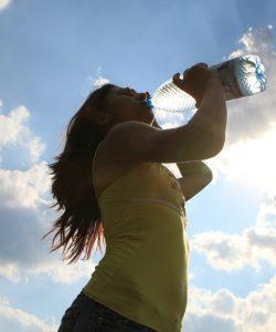 Apa minerală în sarcină. Să bei sau nu?