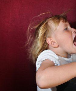 Răceala de vară la copii. Când nu te aștepți, chiar poate să răcească