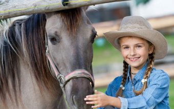 Animale de companie potrivite pentru copii mici. Ce animăluț e mai potrivit?