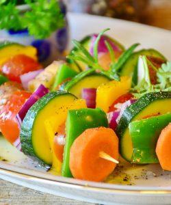 Pentru a preveni probleme care pot deveni fatale, este recomandat consumul de alimente care reduc colesterolul.