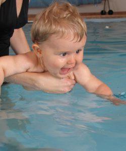 Apa în urechile bebelușului. Infecții ale urechilor la copii