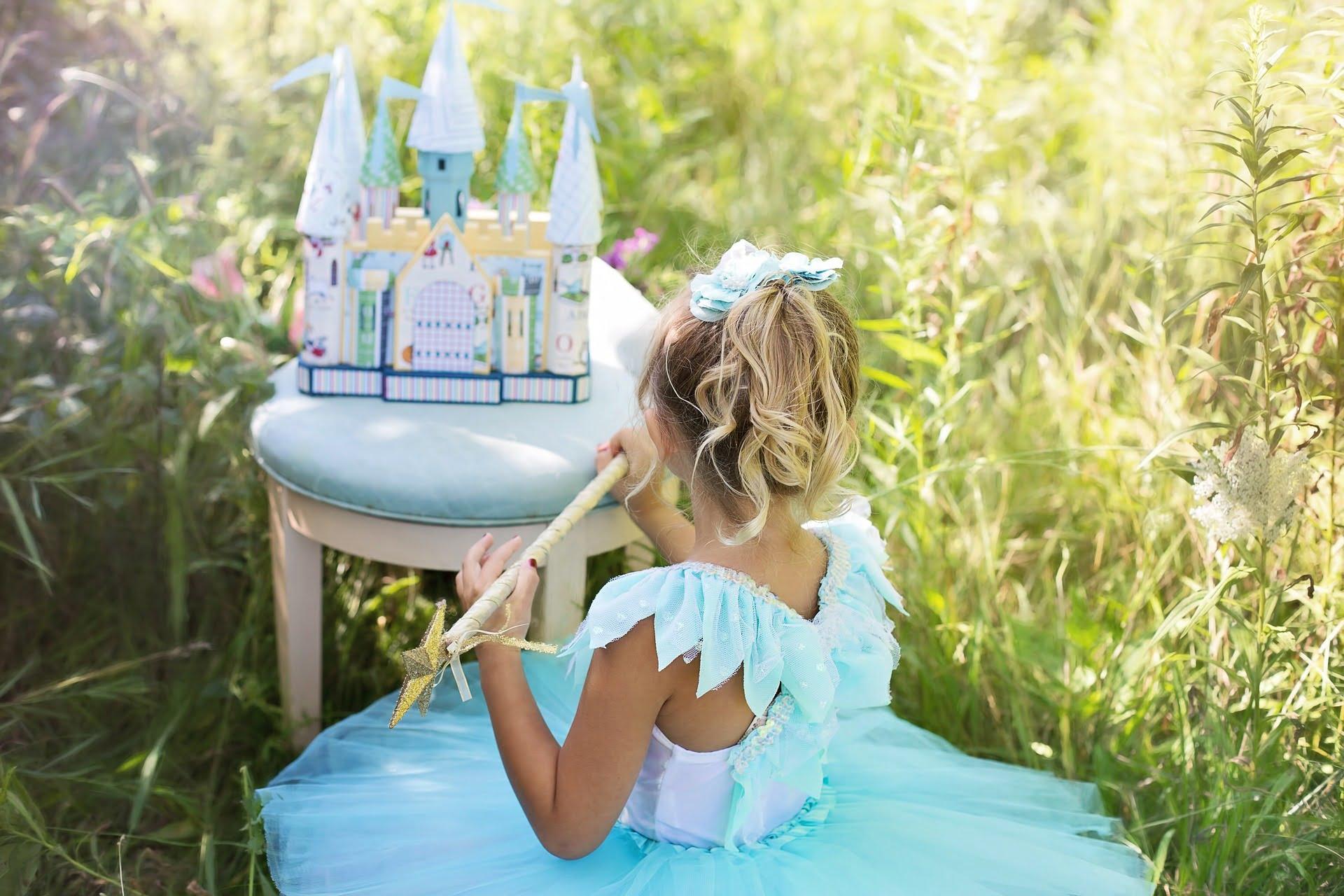 Sindromul prințesei este, de fapt, favorizat de părinți și de publicitate.
