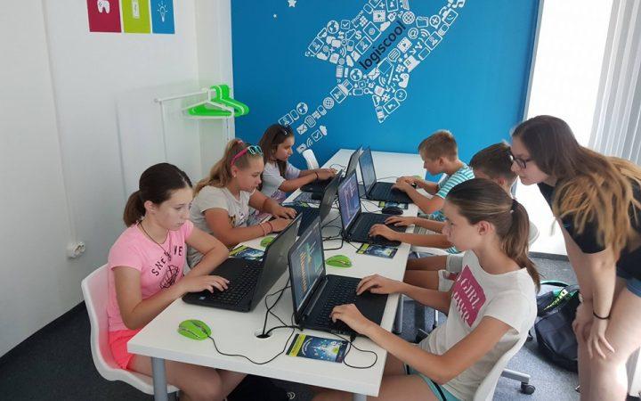 Peste 10.000 de elevi în toată țara sunt așteptați la cursurile de programare Logiscool