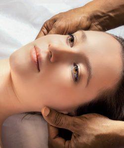 Beneficiile masajului capilar. Un răsfăț pentru păr și piele.