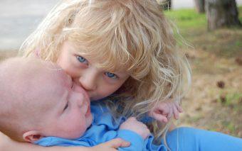 Cum îți ajuți copilul să fie empatic. 5 sfaturi practice