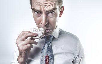 Mâncatul pe fond emoțional. Diferența dintre foamea emoțională și cea fizică