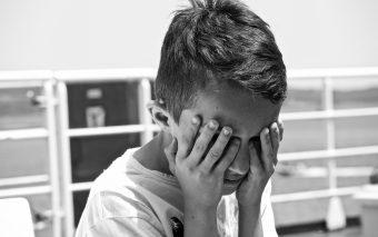 Părinți care își jignesc copiii. De ce-și varsă furia asupra copiilor?