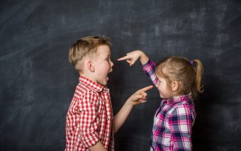 Fobia socială la copii poate fi gestionată cu ajutorul părinților